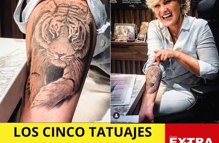Cynthia Viteri con tatuajes en el ombligo y caderas.