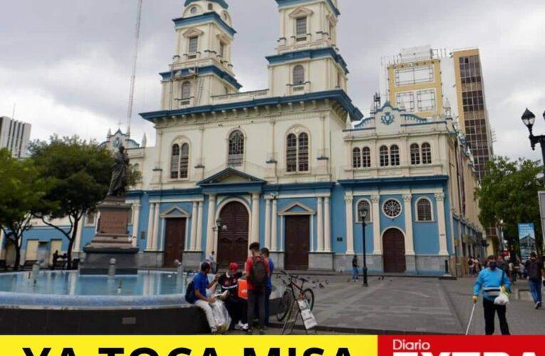 Iglesias en Guayaquil abren sus puertas.