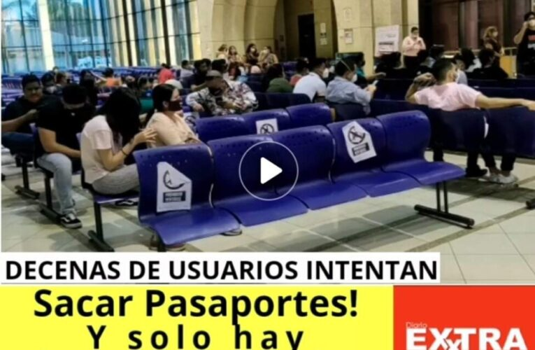 Decenas de usuarios esperan sacar Pasaportes pero solo atienden 2 funcionarios quienes estarían impagos.