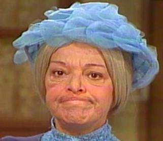 Generación de cristal pide cancelar a Doña Clotilde por acosar a Don Ramón.